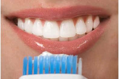 does-hydrogen-peroxide-whiten-teeth