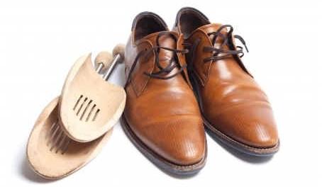 10-methods-to-break-in-shoes