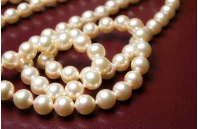 how-to-clean-pearl-jewelry